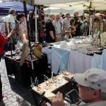 Künstlermarkt auf dem Wilhelmsplatz in Offenbach am Main